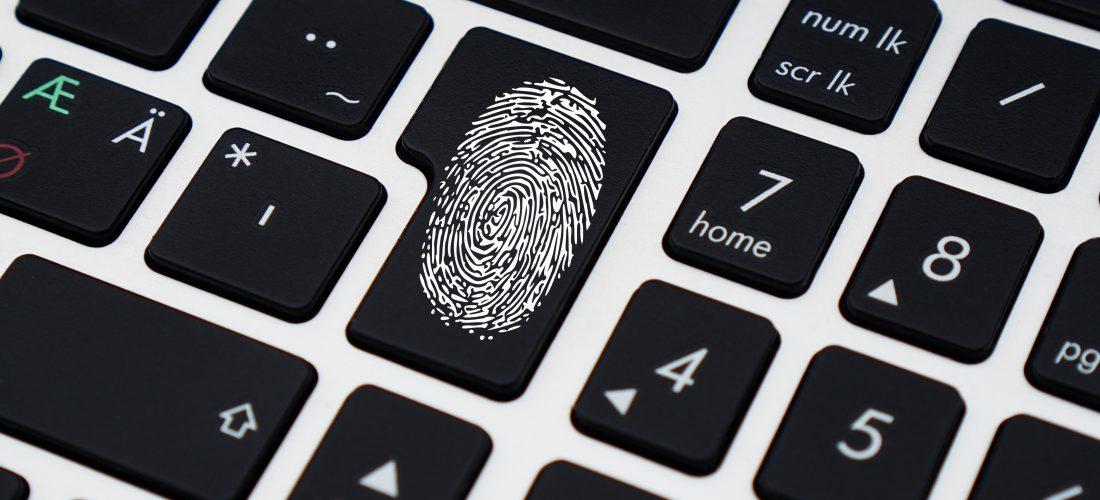 Fingerabdruck auf einer Tastatur