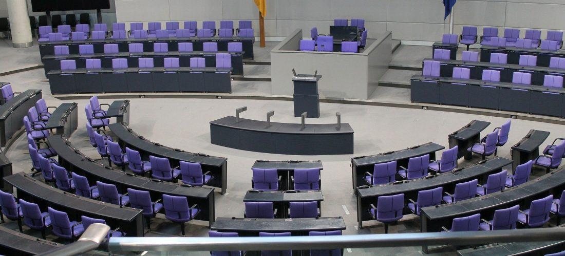 Der leere Plenarsaal im Bundestag