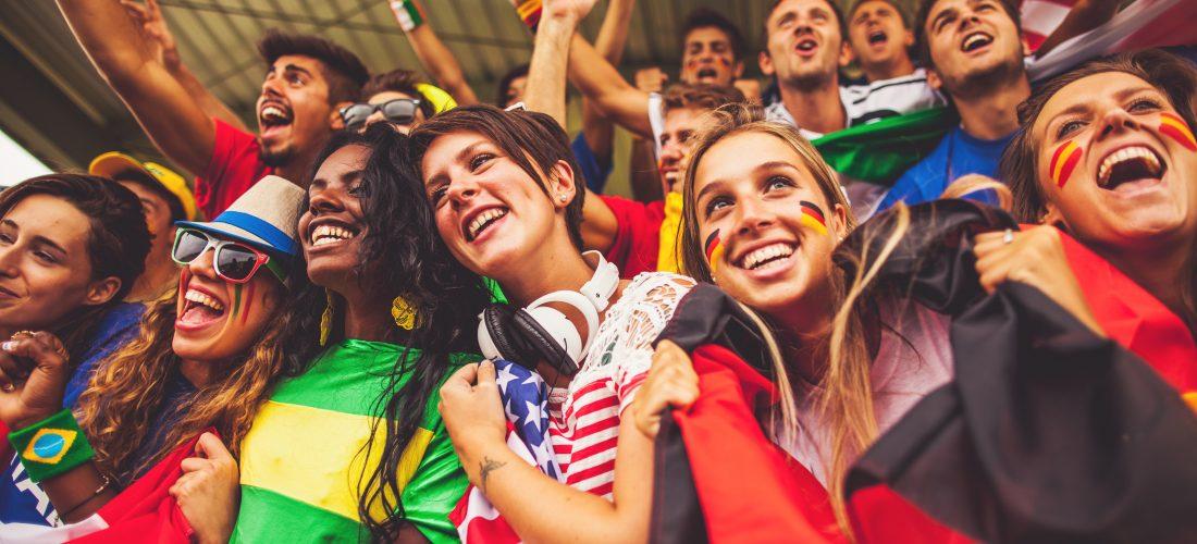 internationale Fans bei einem Spiel der Fußball-WM